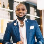 """""""Try Me And You Know Say Stone Pass Sand"""" – Davido Threatens Man"""